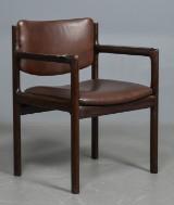 Armstol af bøg med læder i sæde og ryg