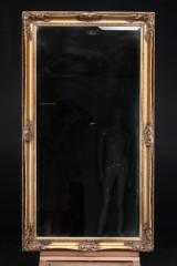 Spejl i ramme af forgyldt træ