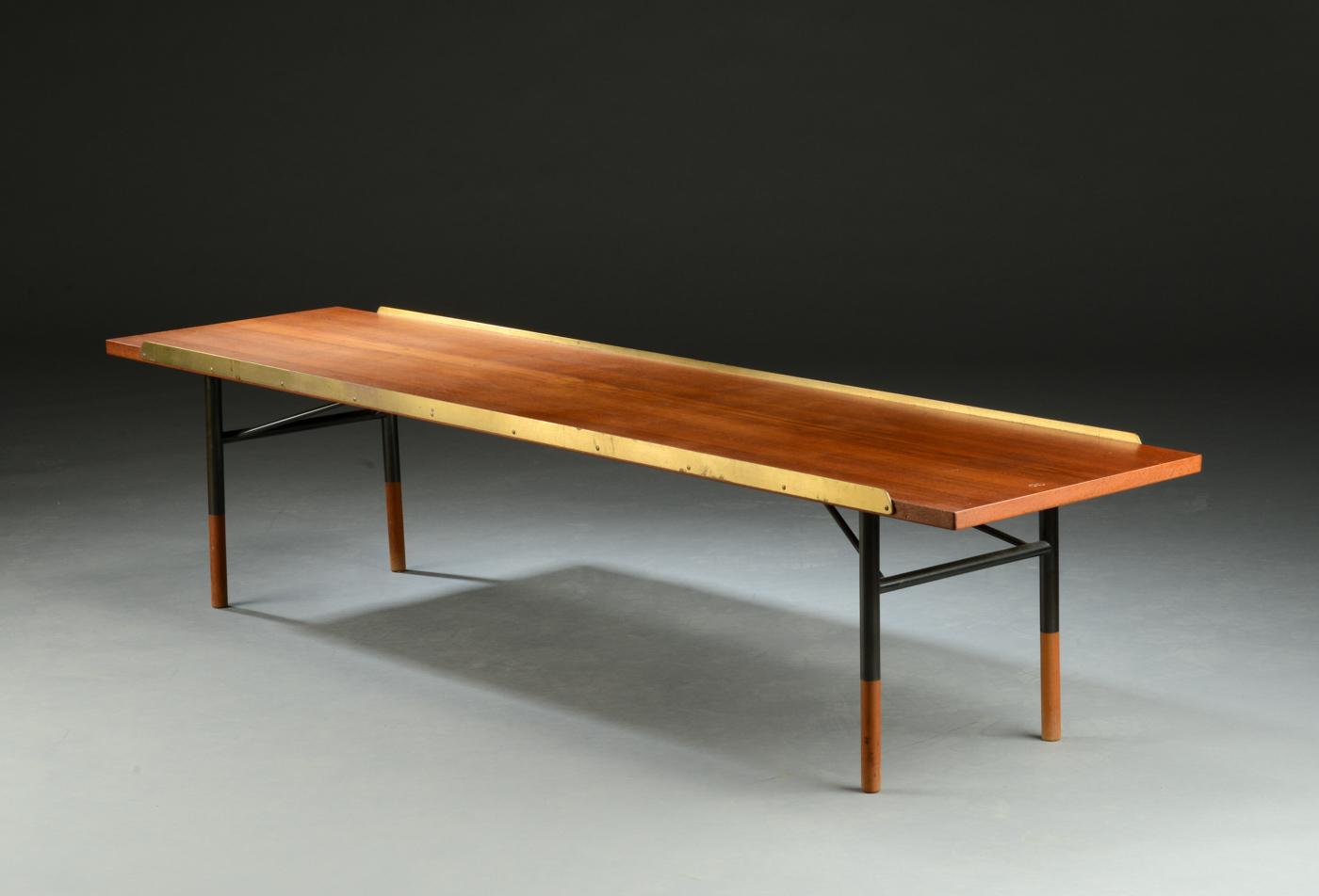 Auktionstipset - Finn Juhl. Sofabord / bænk model BO101, Teak og messing