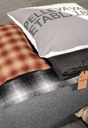 Pelle vävare för sovrummet sängkjol, golvkudde/puff och 4 st kuddar ...