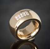 Gold ring featuring brilliant-cut diamond approx. 0.65 ct.