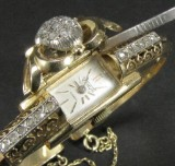 Vintage wristwatch in gold featuring diamond roses