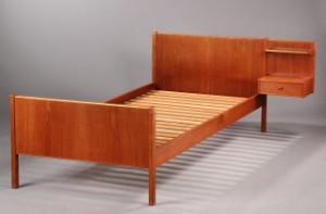 teak seng Dansk møbelproducent. Seng af teak med natbord. | Lauritz.com teak seng