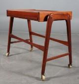 Dansk møbelproducent. Sidebord i teak.
