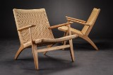 Hans J. Wegner. Pair of oak easy chairs, model CH25 (2)