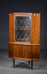 Dansk møbelproducent, hjørneskab af palisander, 1960'erne