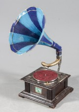 His Masters Voice. Trattgrammofon