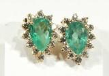 Örhängen,ett par med smaragder 2x ca 3ct och diamanter 24x ca 0,05ct /totalt 18K (9.5g)