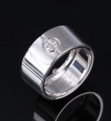 Cartier. Bred 'Signature' diamantring af 18 kt. hvidguld