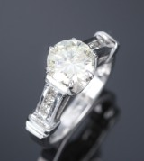 Modern diamond solitaire ring, platinum with a larger brilliant-cut diamond, approx. 1.85 ct