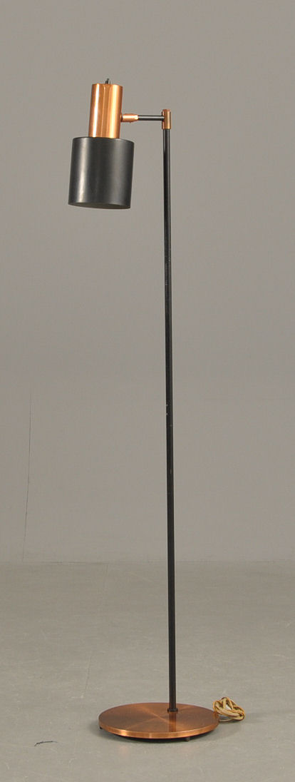 Vare 2524840 Jo Hammerborg Standerlampe af kobber og sortlakeret metal