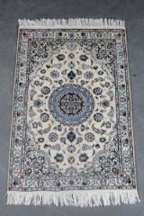 Persisk Nain. m/ silke, 155 x 105 cm.