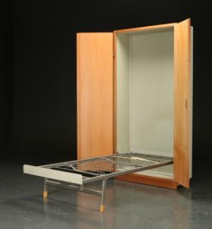 indbygget seng i skab Børge Mogensen & Grete Meyer. 'Boligens Byggeskabe', skab af  indbygget seng i skab