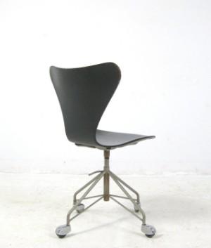 arne jacobsen b rostuhl kontorstol modell 3117 f r. Black Bedroom Furniture Sets. Home Design Ideas