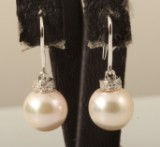 Earrings in 18k with diamonds and pearls approx. 0.06ct