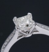 A diamond solitaire ring, 18 kt. white gold with diamond, 1.01 ct. GIA certificate included