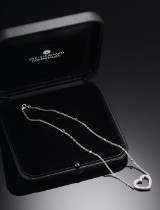 Ole Lynggaard. Heart necklace, 18 kt. white gold, brilliant-cut diamonds, approx. 0.33 ct.
