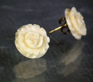 colliers und anh nger konvolut elfenbeinschmuck erbacher rosen um 1930 4. Black Bedroom Furniture Sets. Home Design Ideas