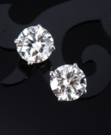 A pair of classic diamond earrings, 18 kt. white gold, total approx. 2.46 ct. (2)