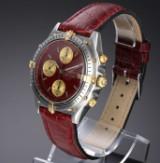 Breitling 'Chronomat'. Herrechronograf i 18 kt. guld og stål med bordeauxfarvet skive, 1990'erne