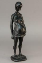 Skulptur af gravid kvinde