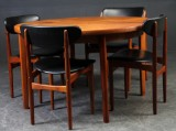 Dansk møbelproducent. Spisebord samt fire stole (7)