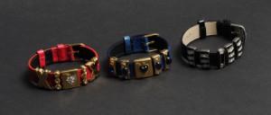 Zepter, 3 bijouteri armbånd af læder med 5 charms (3) - Dk, Odense, Kratholmvej - Zepter, 3 bijouteri armbånd af krokopræget læder, hver med 5 charms, bestående af sort, rødt og blåt krokopræget læder. Let anløbning på bagside. (3) - Dk, Odense, Kratholmvej