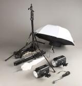 Studio flash, FalconEyes SS-110F samt stativer og paraplyer. (6)