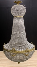 Stor ljuskrona med glasprismor, H ca 170 cm. 1900-talets andra hälft.