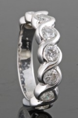 Diamond half eternity ring in 18kt approx. 1.00ct