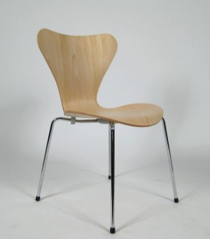 slutpris f r arne jacobsen stuhl modell 3107. Black Bedroom Furniture Sets. Home Design Ideas