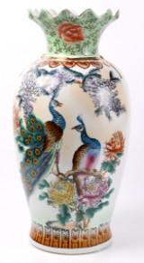 Kinesisk vase af porcelæn. H. 62 cm.