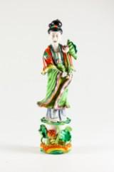 Figurin i porslin, kvinna med blomma, Kina
