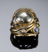 Twisted ring, silver and gold with Tahiti pearl, sapphire and brilliant-cut diamond. Josephine Bergsøe