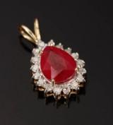 Vedhæng af 9 kt guld, rubin og diamanter