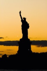 18-day USA & Canada – Cruise incl. flights 'St. Laurence River, New York, and the Lighthouse Route' for 2 people in a 2 bed outer cabin with the MS HAMBURG from 26.10. – 12.11.14