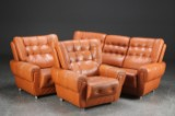 Tre-pers. sofa samt to lænestole, læder (3)