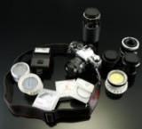 Canon. EA-1 kamera med fire objektiver samt div. udstyr