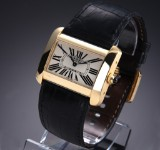 Cartier 'Divan XL'. Men's watch, 18 kt. gold with pale dial, 2010s