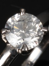 English solitaire ring, 18 kt. white gold with a 1.01 ct. brilliant-cut diamond
