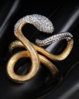 Ole Lynggaard. 'Snake' diamond ring, 18 kt. gold and white gold