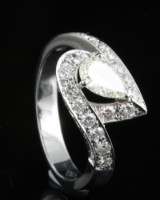 18kt diamond ring approx. 1.37ct centerstone with IGI result.
