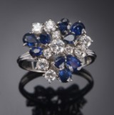 Ring with diamonds and sapphires, 18 kt white gold