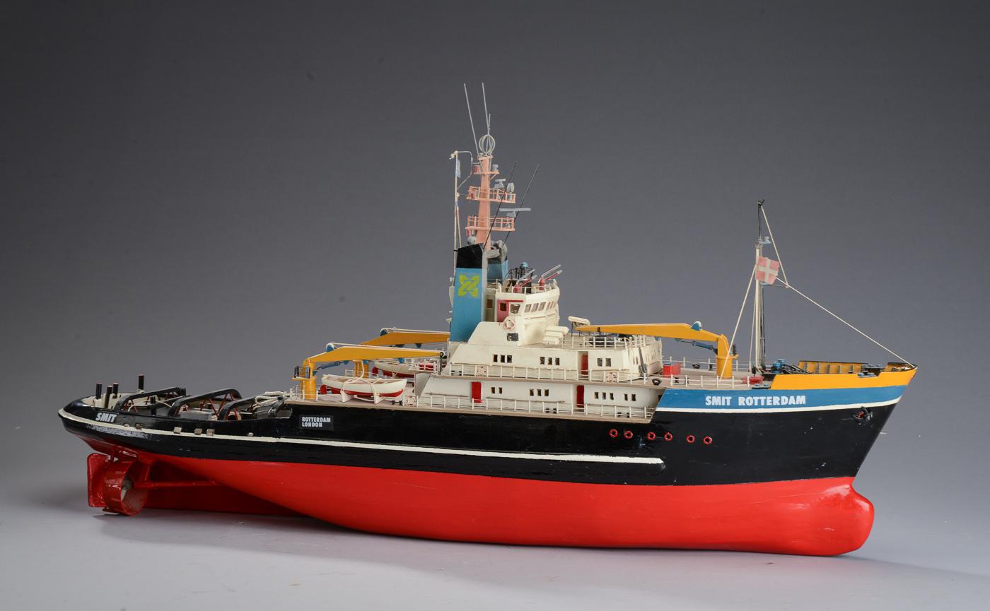 Modelskib af Smit Rotterdam London - Modelskib af Smit Rotterdam London, bygget af træ og metal med små dele af plastik, modellen kan sejle og er udstyret med to elmotorer og ror. L. 95 cm. H. 48 cm. B. 20 cm