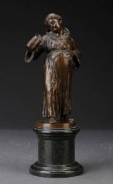 Franz Iffland. En munk kigger dybt i sit ølkrus, figur af bronze