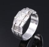 Diamantring af 14 kt. hvidguld, i alt ca. 1.95 ct