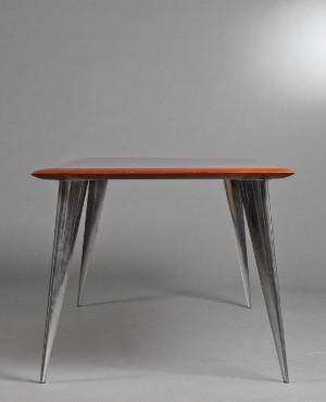 m bel philippe starck tisch aus mahagoni. Black Bedroom Furniture Sets. Home Design Ideas