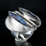 Sølvring med abalone, formgivet af Peter Kirmaczek