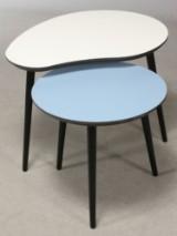 LOOP. Cirkel- og Paletformet sofa/indskudsborde, hvid/blå laminat på sort MDF (2)