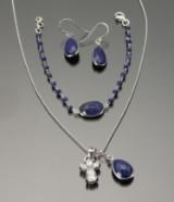 Smykkesæt prydet med lapis lazuli: Halssmykke, armbånd og øreringe (6)